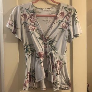 Blouse in lilac grey color with floral print